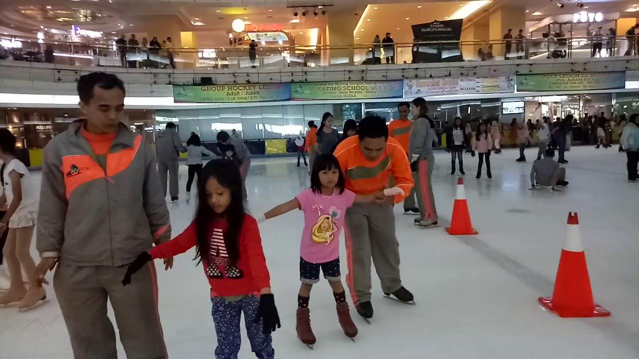 belajar ice skating di mall taman anggrek youtube rh youtube com