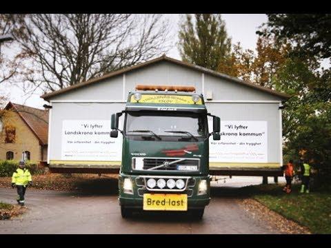 Volvo Trucks - Moving a 50-tonne house one kilometre in ten hours