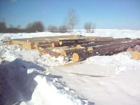 Плотники из Чухломы Костромской области рубят срубы домов и бань...