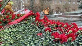 видео В преддверии Дня Победы: какие цветы возлагают к памятникам?
