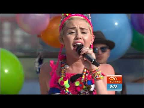 Download Miley Cyrus - We Can't Stop (Live on Sunrise)