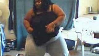 my sister dancin to snap ya fingaz agian