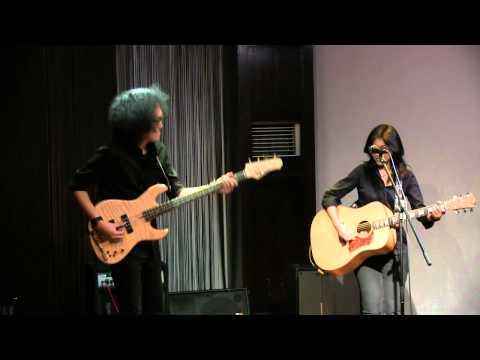 Endah N Rhesa - Blue Day ~ Catch the Windblows @ Mostly Jazz 17/05/12 [HD]