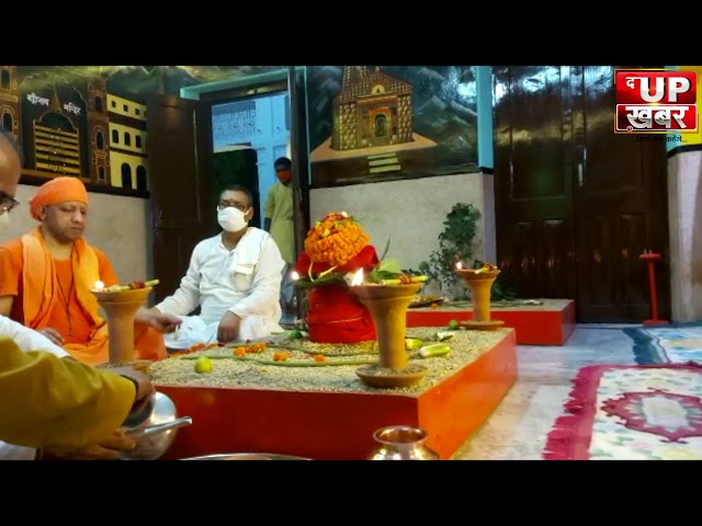 गोरखपुर: शारदीय नवरात्र के प्रथम दिन गोरखनाथ मंदिर में UP CM व गोरक्षपीठ के पीठेश्वर योगी आदित्य नाथ