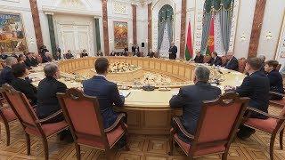 Лукашенко вручил дипломы доктора наук и аттестаты профессора научным работникам