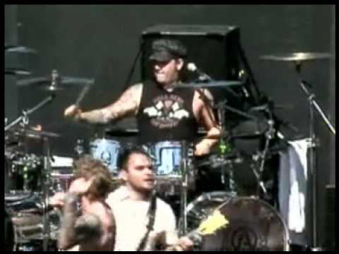 Atreyu - Falling Down Live 2008 Weenie Roast High Quality Pro Shot by 0mitchrocks0