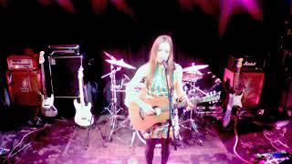 """KATJA VON BAUSKE - Live - """"WIMPERNSCHLAG"""" in Shanghai 育音堂 上海第一家摇滚现场酒吧"""