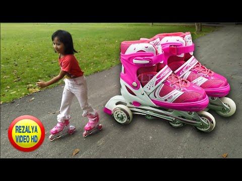Hi Teman Teman apa kabar jumpa lagi dengan Amirah, Hari ini Amirah lagi belajar main sepatu roda dengan abang, sepatu roda....