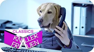 Martina mit dem Hund im Büro
