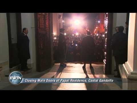 Benedict XVI - Closing main door of Papal Residence in Castel Gondolfo- 2013-02-28