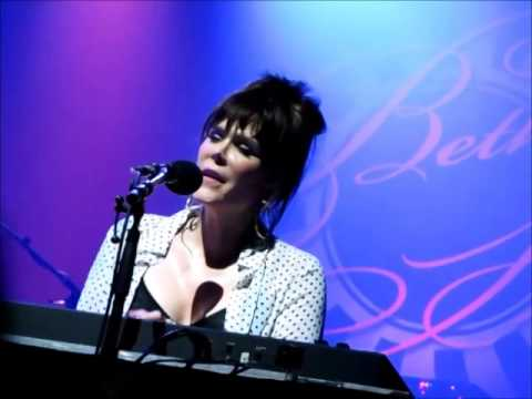 Beth Hart - LA Song & Leave The Light On (Olympia in Paris, 2014)