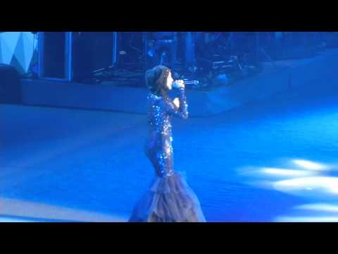 Shila Amzah - 我的歌声里 Live @ Global Chinese Music Awards 2013