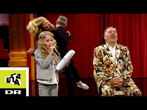 Flora Ofelia og Jacob Haugaard synger Hammer hammer fedt  Sofie Linde Show  Ultra