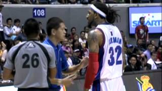 Renaldo Balkman melts down, grabs at teammate Arwind Santos' neck