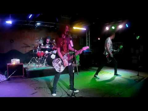 Willow Bay  Tear in my Heart Twenty One Pilots cover  Live @ California Brew Haus