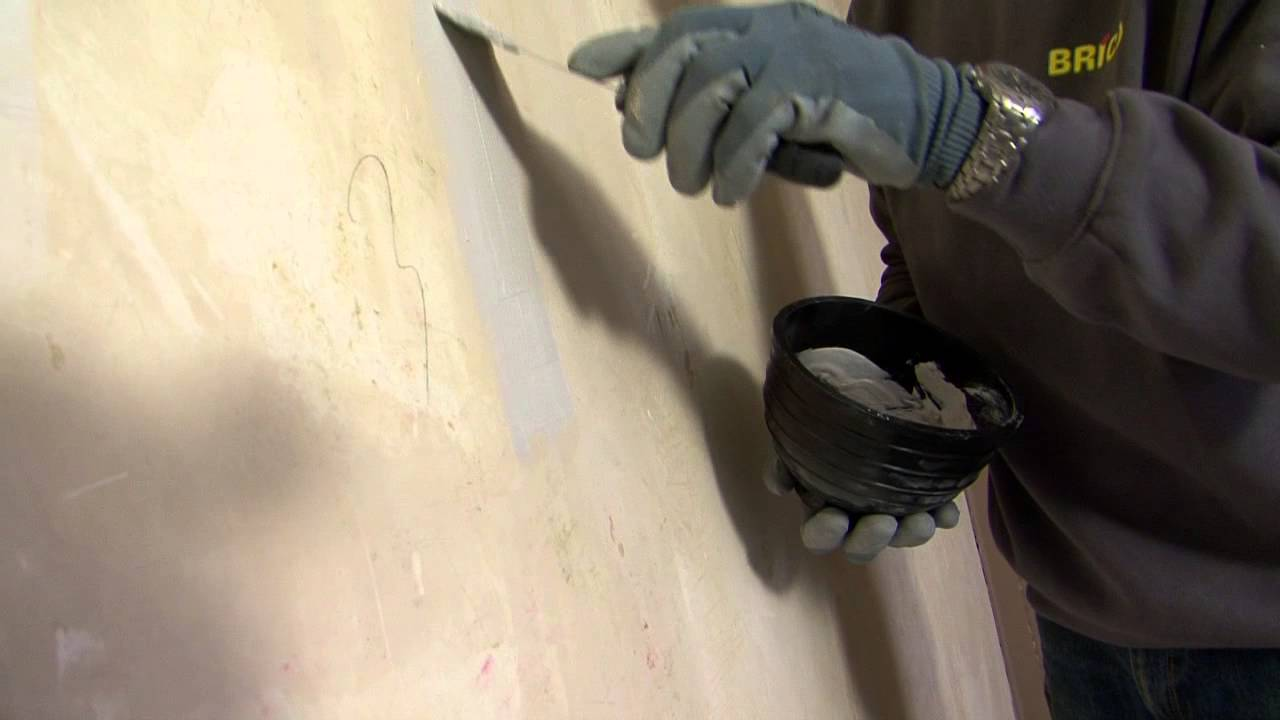 Een muur herstellen en verf of behangklaar maken stap for Behangklaar