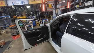 폭스바겐 파사트 차량의 깨진 앞유리교체, 전면유리교체 …