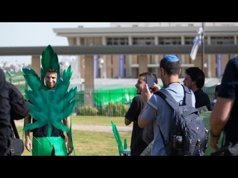 Hundreds celebrate 420 in Israel