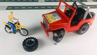 Машина эвакуатор спешит на помощь машинке проколовшей колесо