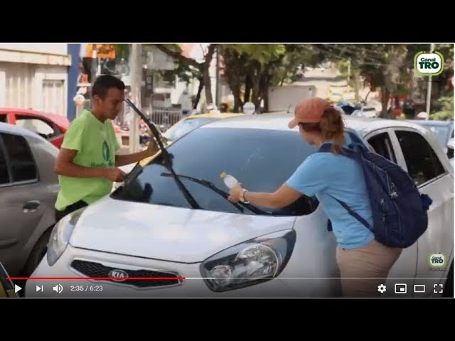 Crónica de un venezolano como limpiavidrios en Bucaramanga