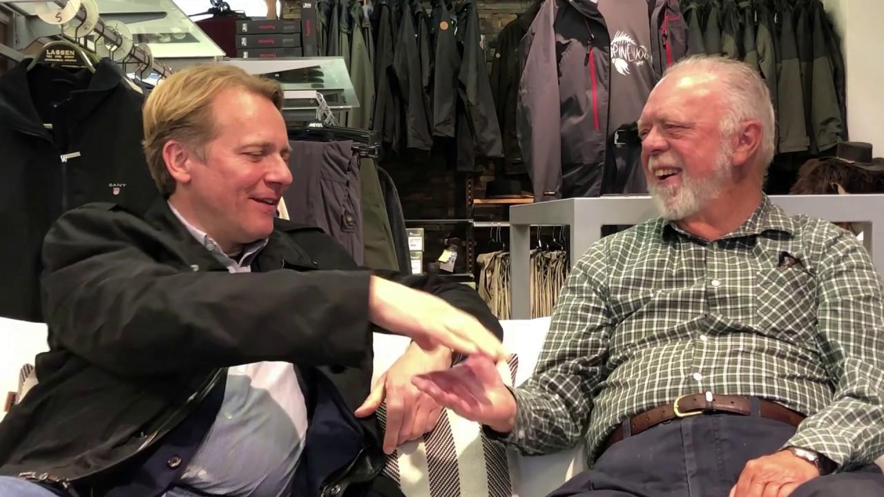 JFK Valg Cafe hos Gert Lassen i Birkerød. Ældre vælger samtaler med Mads Palsvig