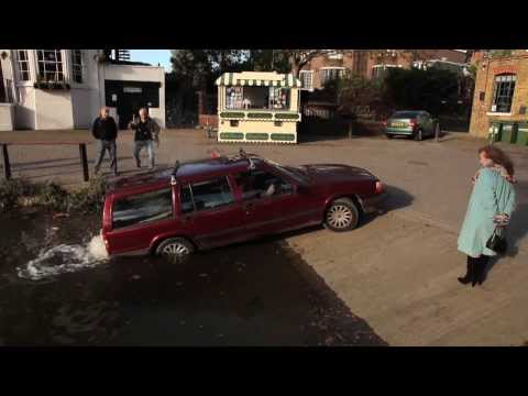 Car drives out of the Thames River in Richmond, London - Unravel Travel TV