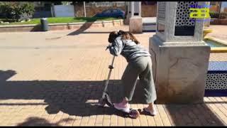 Los niños salen a pasear a la calle tras más de un mes de confinamiento