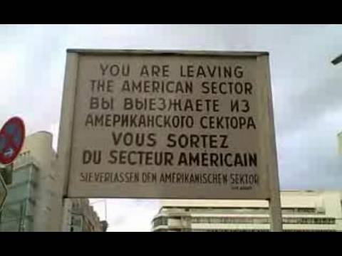 Berlin In Your Pocket - Checkpoint Charlie
