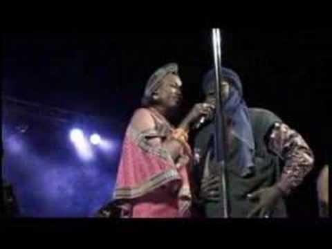 Live : Oumou Sangare : Festival in the Desert : 2003