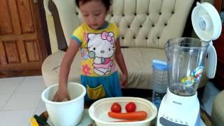 Hello Kitty Making Tiga Diva Juice, Cita Membuat Jus Tiga Diva