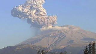 Mexico's Popocatepetl volcano erupts thumbnail