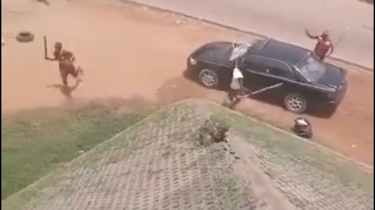 OMG!!! Thugs Attack #ENDSARS Protesters In Abuja, Injure Many, Destroy Cars