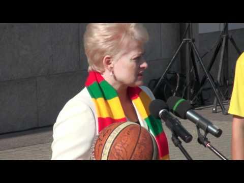 """15min.lt - Lietuvos prezidentė Dalia Grybauskaitė dalyvavo akcijoje """"Varom už Lietuvą"""""""