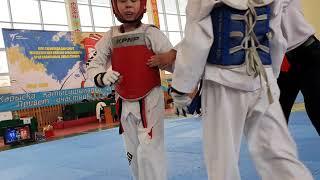 Городской турнир по таеквондо WT среди детей и кадетов. Финал. Садiр Бибарыс 1 место