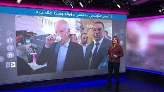 الرئيس التونسي في مقهاه الشعبي ويقص شعره عند حلاق الحي