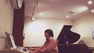 「シャウト」をエレクトーン&ピアノで弾き、それにのせマグネットダーツ...