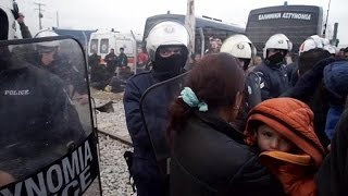 شاهد..تكدس آلاف اللاجئين السوريين بمعابر اليونان