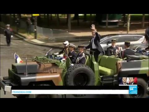 Emmanuel Macron remonte l'avenue des Champs Elysées vers l'Arc de Triomphe