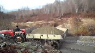 Traktörlerin ırmaktan  kum çekişleri