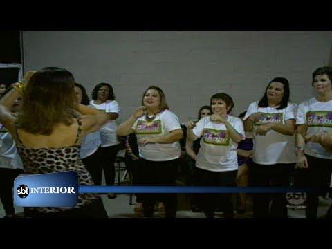 Em Penápolis, voluntários fazem desfile de moda para pacientes que já tiveram câncer
