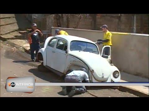 Carros abandonados são recolhidos em Presidente Prudente