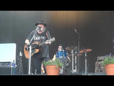 Neil Young and the Promise of the Real 2106 07 20 Leipzig Hawaiian Sunrise