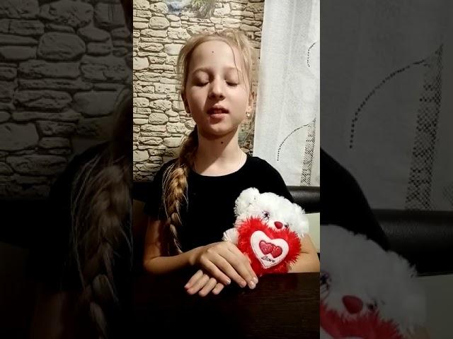 Изображение предпросмотра прочтения – ВикторияКоростылева читает произведение «Берёза» С.А.Есенина