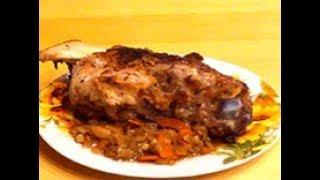 Свиная рулька запеченная в духовке – просто, дешево и вкусно.