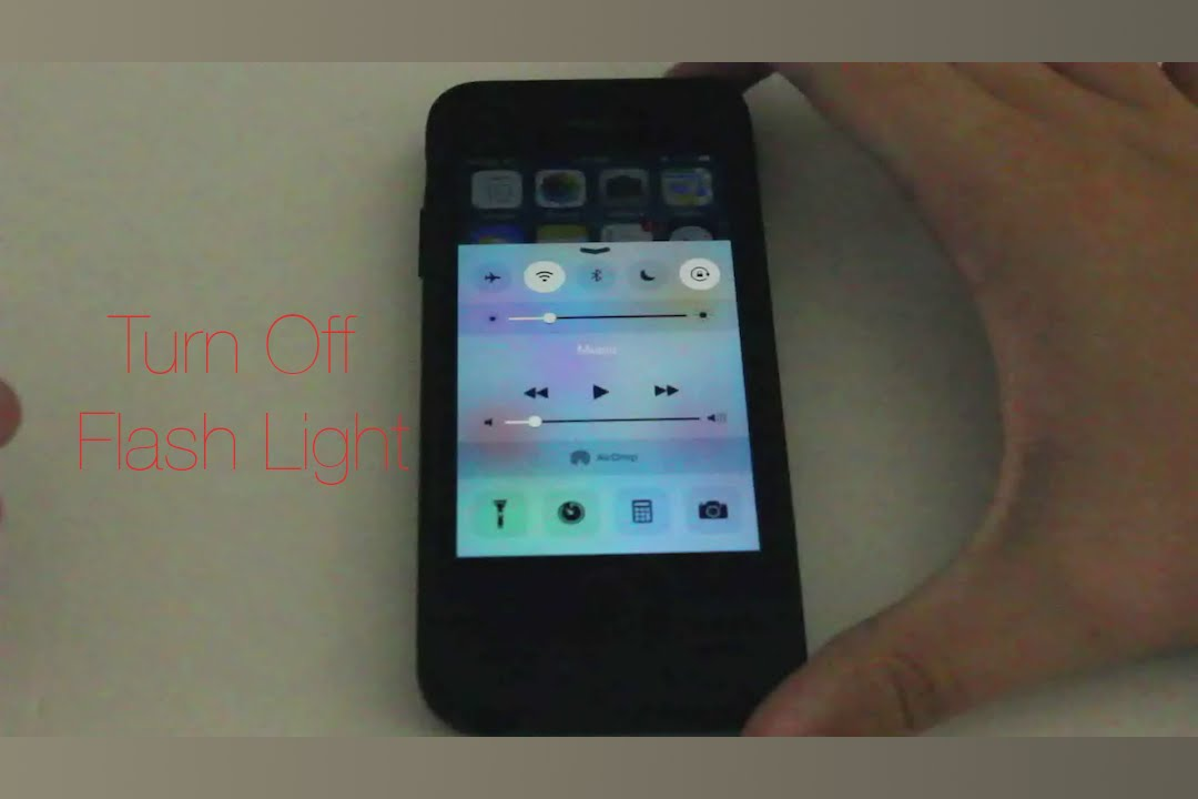 turn off iphone flashlight quickly turn the flash light on your iphone 2278