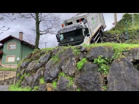 Accidente camión recogida residuos Cangas de Onís