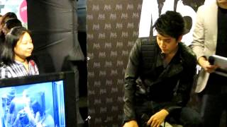 Mike D. Angelo 's reaction @B2S Central Ladprao 20140328 Thumbnail