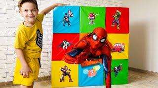 Разбиваем коробки с таинственными супергероями