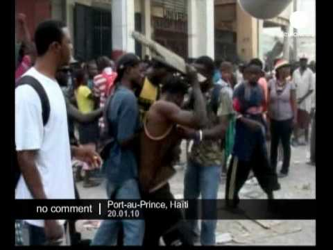 Hundreds of Haitians fight over supplies in Port-au-Prince