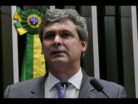 Lindbergh Farias critica postura da Câmara dos Deputados em relação à denúncia contra Temer